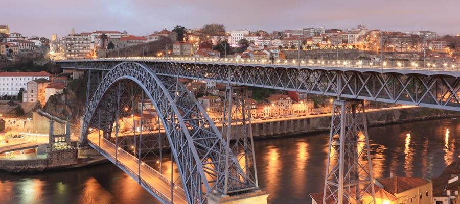 Ponte D. Luis sobre o Rio Douro em Porto